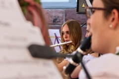Larissa an der Flöte