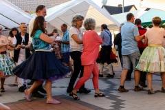 Die Square-Miners aus Neubulach bringen Gästen der Hocketse das Tanzen bei